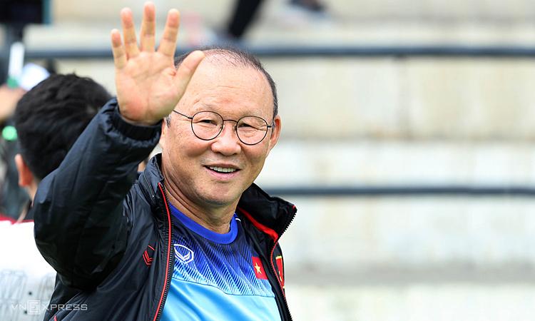 HLV Park Hang-seo ký hợp đồng mới với VFF